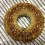【食レポ】ローソンのドーナツ「アーモンドショコラリング」の感想を会話してみた