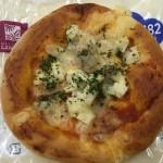 【食レポ】サラダチキン使用!ローソンのトマトチーズピザパンの感想を会話してみた